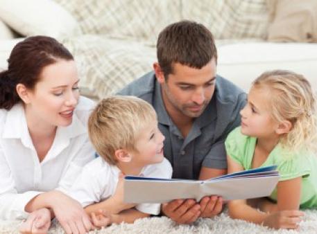 П'ять важливих причин читати книги дітям