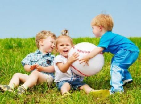 Як навчити малюків поважати чужу власність