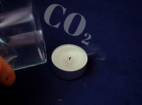 Чи погасне свічка під дією вуглекислого газу