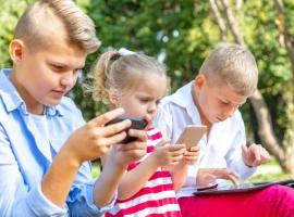 Чи потрібно забороняти мобільні телефони у школі?