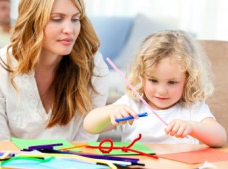 Вчимо дитину вирізати з паперу та робити вироби