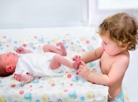 Якщо малюк ревнує до новонародженого