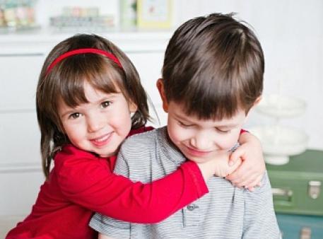 Учимо дітей вибачати й відчувати радість