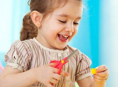 Учимо дошкільнят користуватись ножицями