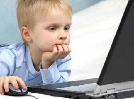Вплив електронних пристроїв на мозок дітей