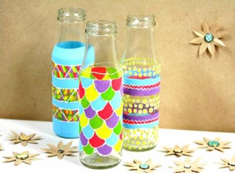 Як розписати скляні пляшечки з найменшими дітьми