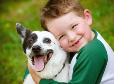 Як малюкам поводитися з домашнім собакою