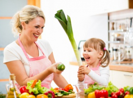 Готуємо на кухні разом з малюками