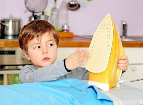 Як уберегти маленьку дитину від опіків