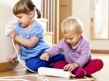 Електробезпека дітей: поради батькам