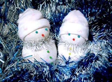 Сніговички — симпатичні іграшки під ялинку