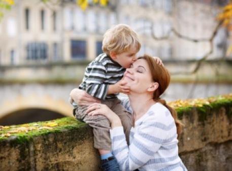 Як захистити дітей, уникаючи гіперопіки