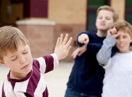 Як дітям реагувати на знущання (булінг)
