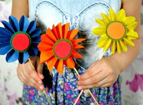 Прості квіти-саморобки з кольорового паперу