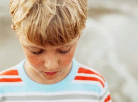Що робити, якщо дитина завдає собі шкоди