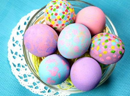 Розпис яєчної шкаралупи акрилом: 3 способи