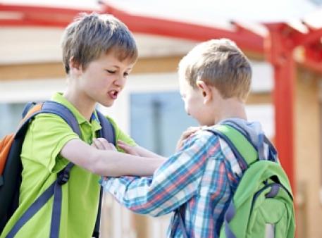 Що робити, якщо дитина бешкетує в школі