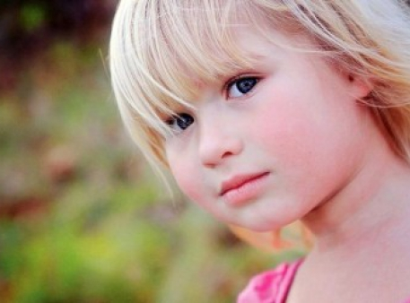 Дитяча сором'язливість: причини й наслідки