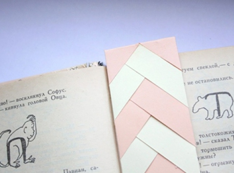 Книжкова закладка-косичка із паперових смужок