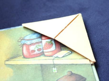 Закладка в техніці орігамі для маленьких читачів