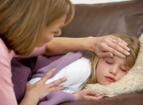 Перші небезпечні симптоми менінгіту в дітей