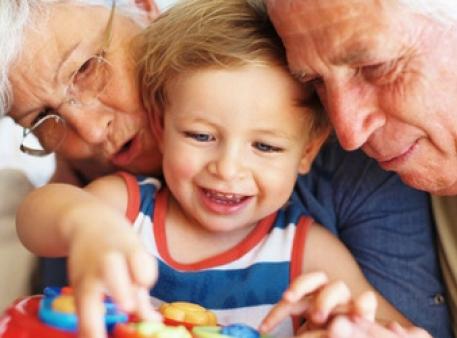 Бабуся й дідусь балують дитину: що робити?