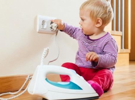 Як убезпечити будинок для дитини в перші роки життя
