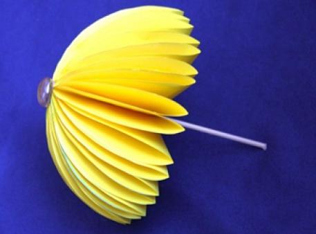 Осінні саморобки: парасолька з кольорового паперу