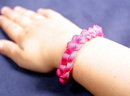 Браслет зі шнурка: проста схема плетіння