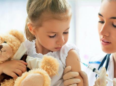 МОЗ радить робити щеплення дітей проти грипу