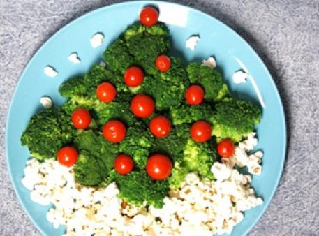 Новорічна ялинка на блюді: як викласти овочі