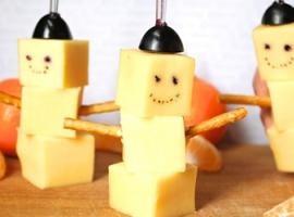 Новорічні приготування: сирні сніговики до столу