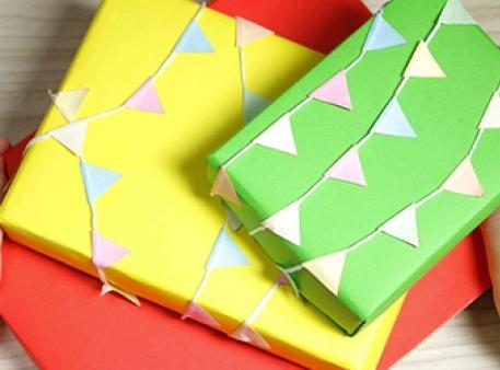 Святкова упаковка з прапорцями своїми руками