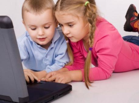 Скільки часу діти можуть сидіти перед комп'ютером