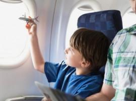 Як подорожувати на літаку разом із дитиною