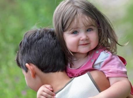 Взаємини між братом та молодшою сестрою