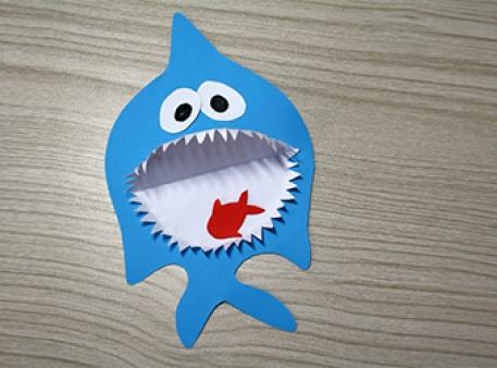Акула з рибкою — об'ємна паперова саморобка