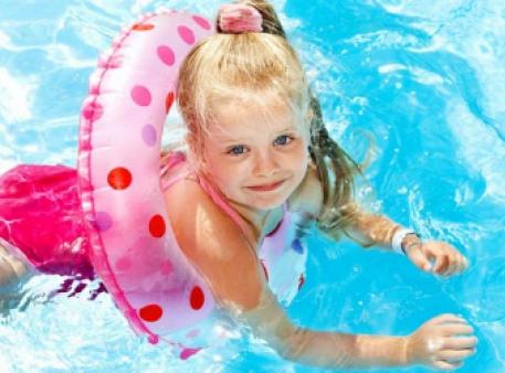 Правила безпеки дитини на воді: поради батькам