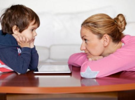 Шкода надмірної опіки для розвитку дитини