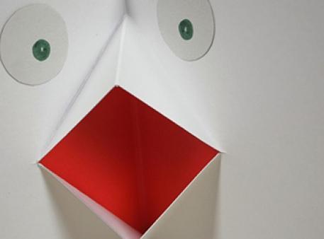 Біла ворона: pop-up розворот для листівки