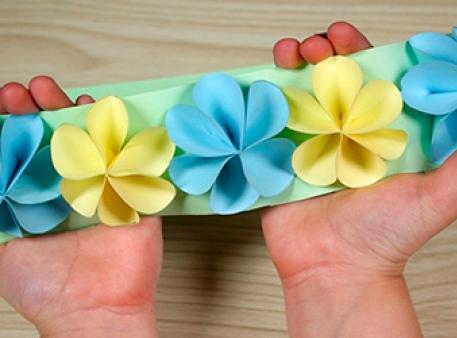 Паперовий віночок з квітами для дитячої творчості