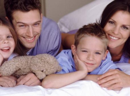 Як зберігати фізичний та емоційний зв'язок із дітьми