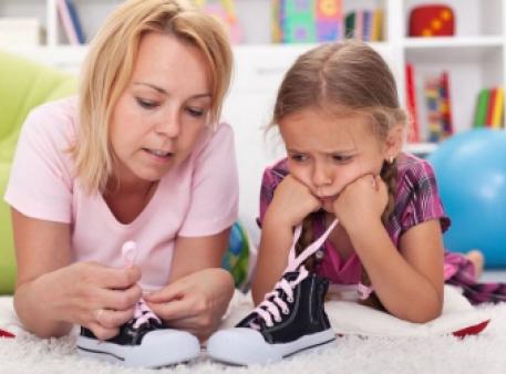 Як без зусиль навчити дитину зав'язувати шнурки