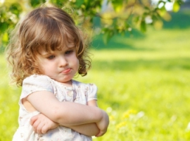 Як підбадьорити сором'язливу дитину