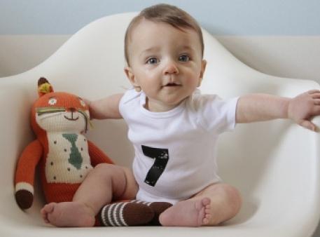 Дитина в сім місяців: головні показники