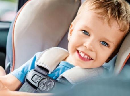 Як запобігти захитуванню дитини в машині