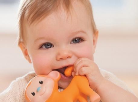 У дитини ріжуться зуби: поради батькам