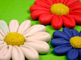 Пластилінові квіти з об'ємними пелюстками