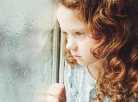 Як допомогти дитині впоратися зі смертю близьких