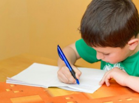 Як навчити дитину писати більш цікаві речення